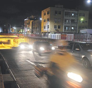 Abordagens acontecem na região do Túnel do Pina (ROBERTO RAMOS/DP/D.A PRESS)