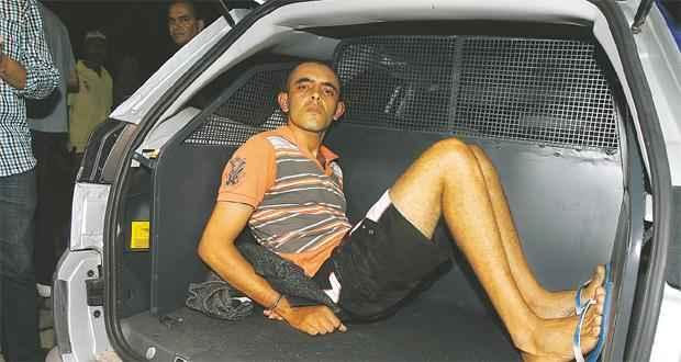 Preso na manhã de ontem no Rio Grande do Norte, Luiz Cabral de Araújo chegou ao DHPP com a cabeça levantada e o olhar frio. Saiu para o Cotel com o mesmo semblante (EDVALDO RODRIGUES/DP/D.A PRESS)