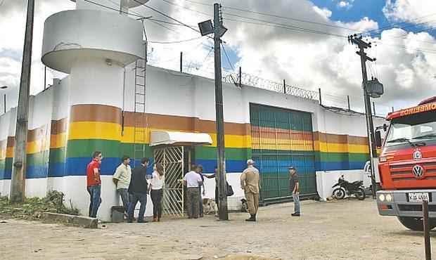 Prédios passaram a ter vigilância rigorosa por causa dos constantes tumultos (BERNARDO DANTAS/DP/D.A PRESS)