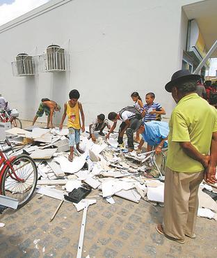 Destruição no BB de Condado em 2012: quadrilhas são interestaduais e complexas (ALMEIDAALMEIDA/DP/D.A PRESS)