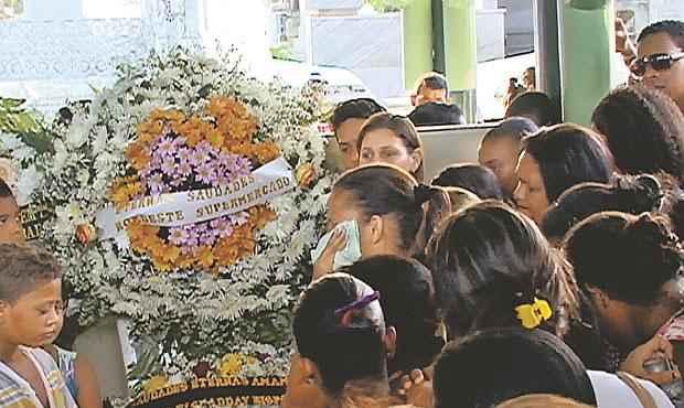 O corpo de Vitória Batista dos Santos foi sepultado no Cemitério de Santo Amaro (REPRODUCAO TV CLUBE)