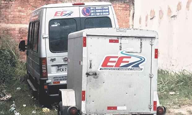 Veículo que transportava advogados ficou crivado de tiros (CIRO GUIMARAES/TV CLUBE)