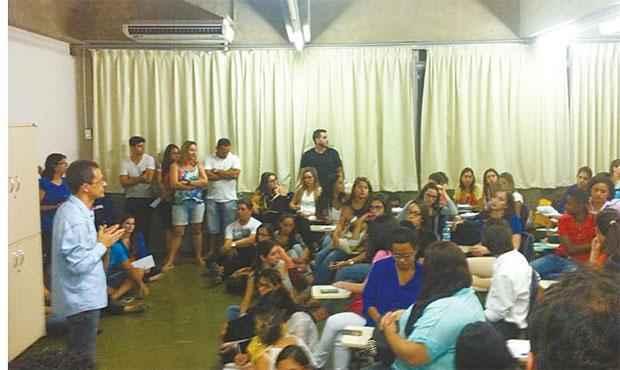 Irmão de proprietário se reuniu com alunos na Unicap (ELIANE NÓBREGA/DP/D.A PRESS)