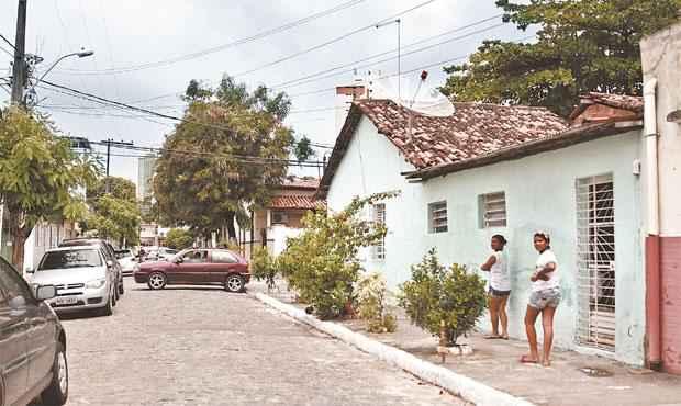 Moradores da Rua Fernando de Souza Caeté, em Casa Amarela, sofrem com arrombamentos e assaltos (BLENDA SOUTO MAIOR/DP/D.A PRESS)