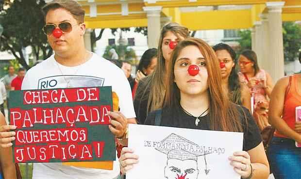 Após protestos, estudantes começaram a ser ressarcidos (RICARDO FERNANDES/DP/D.A PRESS)