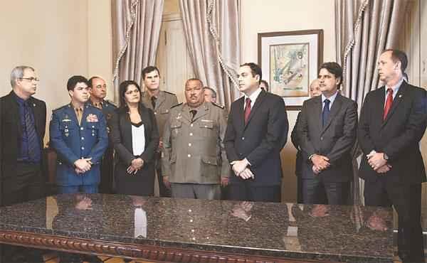 Governador Paulo Câmara empossou ontem os novos chefes da segurança pública (BLENDA SOUTO MAIOR/DP/D.A PRESS)