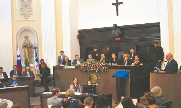 Empresários e representantes da diplomacia foram recebidos na Assembleia (JÚLIO JACOBINA/DP)