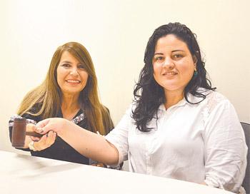 Fátima Alves e Flávia Bonna buscam reconhecimento profissional nos leilões (Malu Cavalcanti/ Esp. DP )