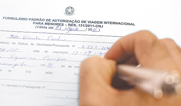 Formulário para viagem internacional com crianças pode ser encontrado no site da PF (João Velozo/ESP. DP)