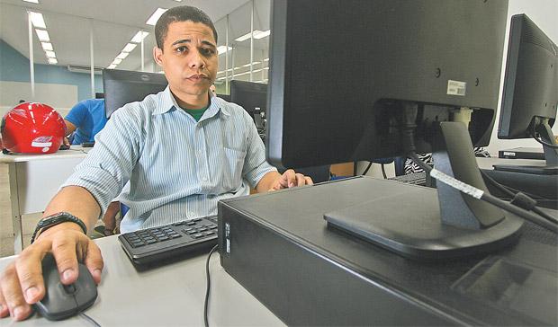 Hoje fazendo gradua��o, Tiago teve vantagem em uma sele��o por causa do curso profissionalizante que tinha (Roberto Ramos/DP - 14/06/16)