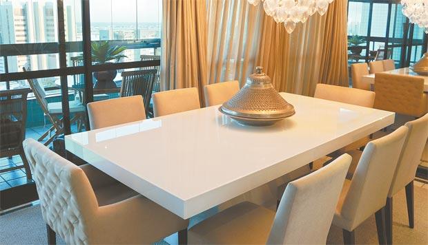 Mesas retangulares são as mais comercializadas no mercado, porque podem comportar um maior número de pessoas nas refeições (Ideias Arquitetura e Urbanismo/Divulgação)