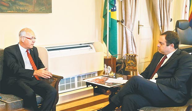 Georg Witschel conversou com o governador sobre energias eólica e solar no estado (ANDERSON FREIRE/ESP.DP)