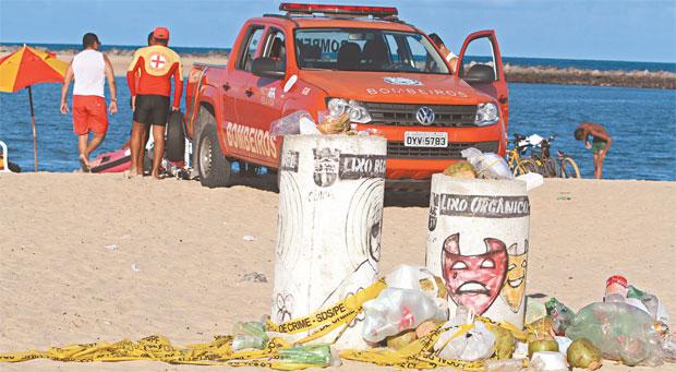 Crime estaria associado à disputa por tráfico de drogas na região. Banhistas e vendedores ficaram em pânico (Nando Chiappetta/DP)