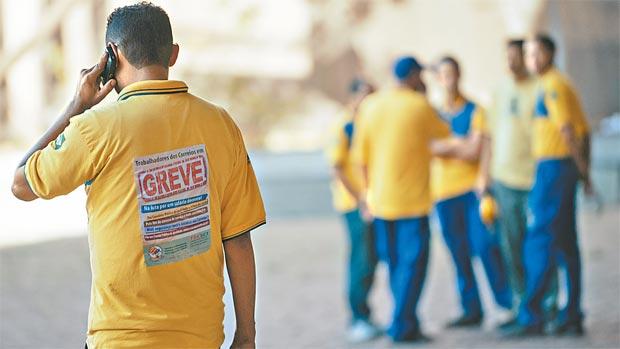 Trabalhadores dizem que qualidade e universalização do serviço estão ameaçadas (MARCELO CAMARGO/AGÊNCIA BRASIL - 14/09/16)